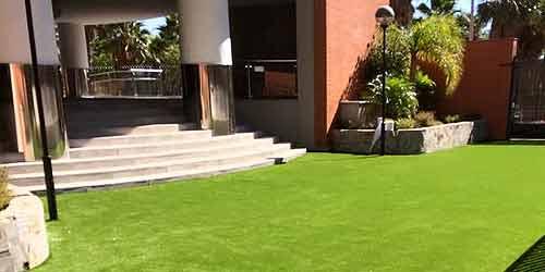 Cesped artificial para espacios públicos