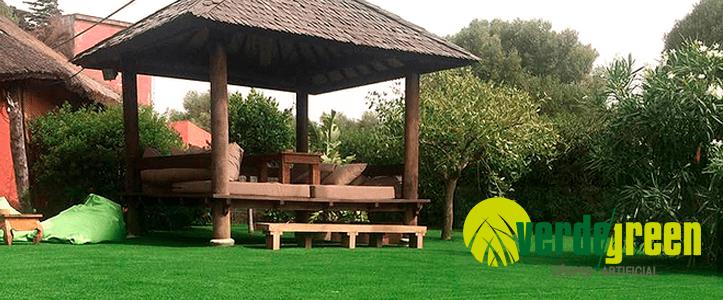 Cómo usar el césped artificial decorativo para crear un bonito jardín.