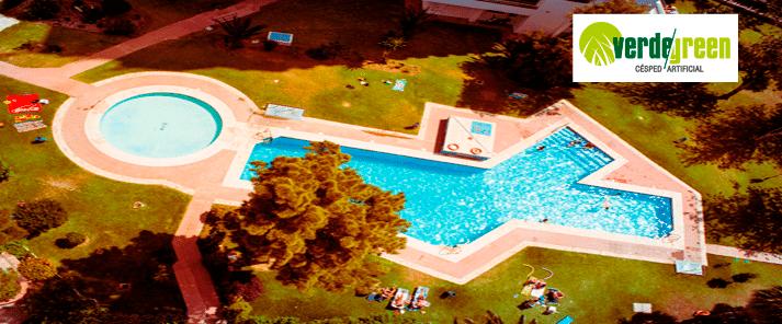 ¿Por qué instalar césped artificial alrededor de tu piscina?