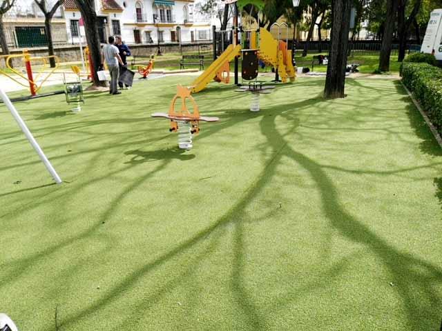 Zonas infantiles, césped artificial. (04/2018)