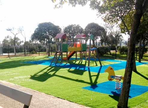 Zonas infantiles, césped artificial. (06/2018)