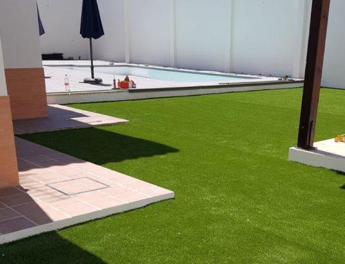 Beneficios del césped artificial en verano