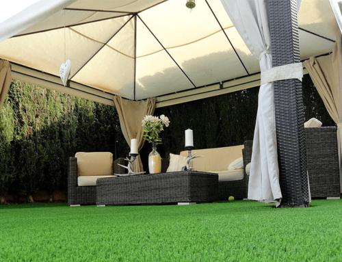 Césped artificial en jardines: tendencias verano 2020